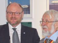 Ulver Oswald OT zum Ehrenmitglied von Old Tablers Island ernannt